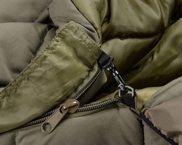 Rybarsky-SPACAK-STRATEGY-OUTBACK-CHARGER-230cmX90cm-detail-na-zips